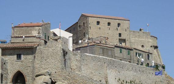 le mura di Giglio Castello