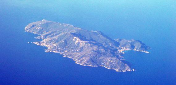 isola del Giglio vista dall'alto