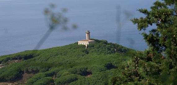 isola del Giglio a tappe: faro delle Vaccarecce